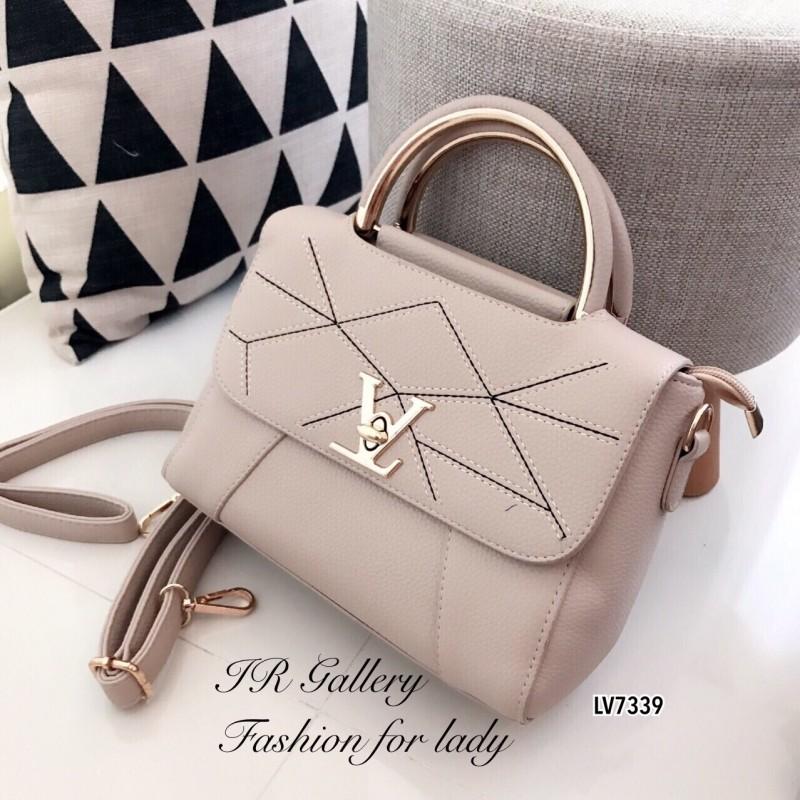 กระเป๋าถือ กระเป๋าสะพายข้างผู้หญิง หนังพียูงานดี ดีเดลเดินด้ายแบบมีลวดลาย Style LV [สีครีม ]