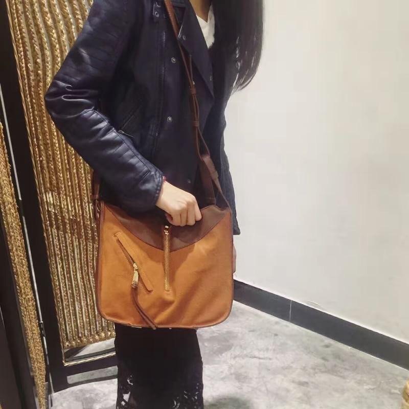 กระเป๋าสะพายแฟชั่น กระเป๋าสะพายข้างผู้หญิง Celine หนังล้วน/หนังกลับ [สีส้ม]