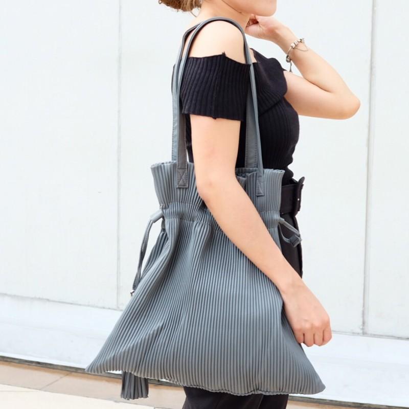 กระเป๋าสะพายแฟชั่น กระเป๋าสะพายข้างผู้หญิง หนังพีช ถือหิ้วได้ สะพายไหล่ได้ [สีเทา ]
