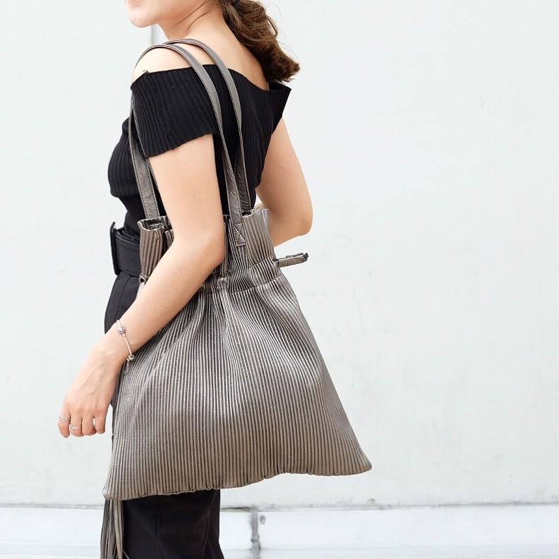 กระเป๋าสะพายแฟชั่น กระเป๋าสะพายข้างผู้หญิง หนังพีช ถือหิ้วได้ สะพายไหล่ได้ [สีทอง ]