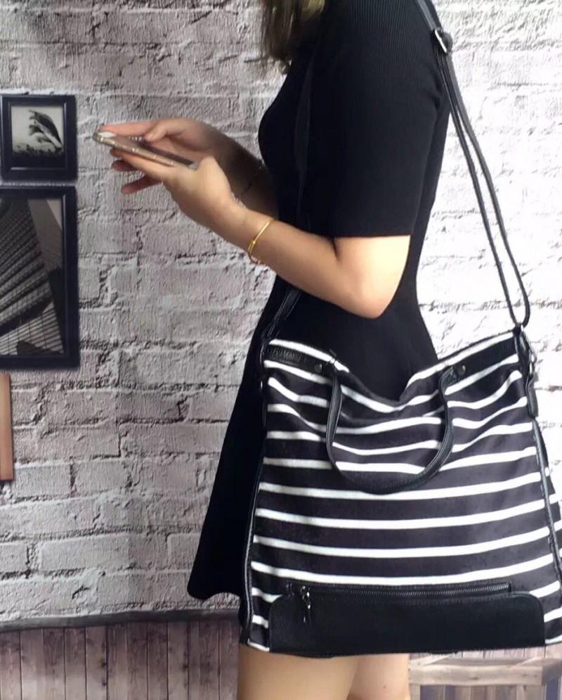 กระเป๋าผ้าแฟชั่น กระเป๋าสะพายข้างผู้หญิง ผ้ากำมะหยี่ ลายม้าลาย [สีดำ ]
