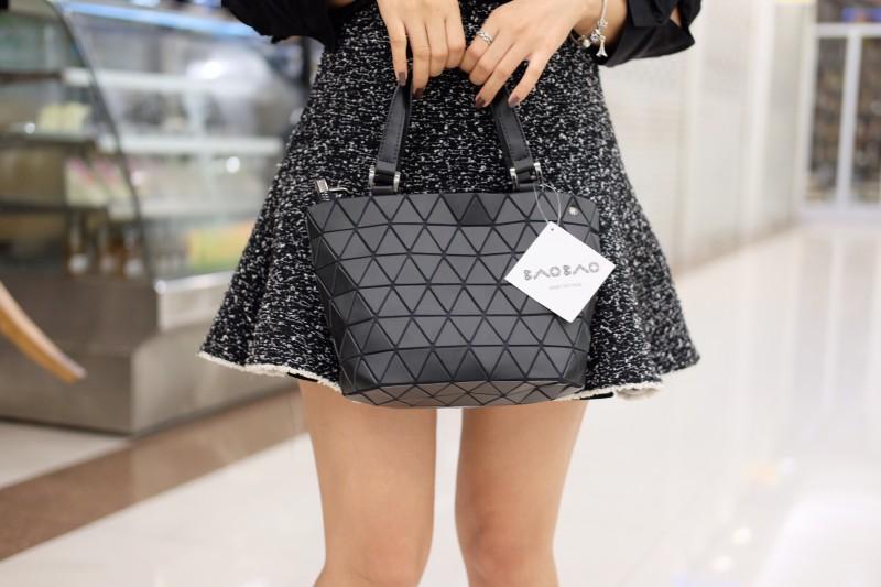 กระเป๋าสะพายแฟชั่น กระเป๋าสะพายข้างผู้หญิง Barel mini Logo [สีดำ ]