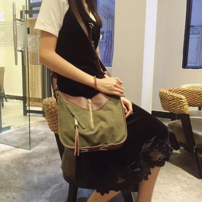 กระเป๋าสะพายแฟชั่น กระเป๋าสะพายข้างผู้หญิง ทรงซีลีน ถือก็ได้ สะพายก็ได้ [สีเขียว ]