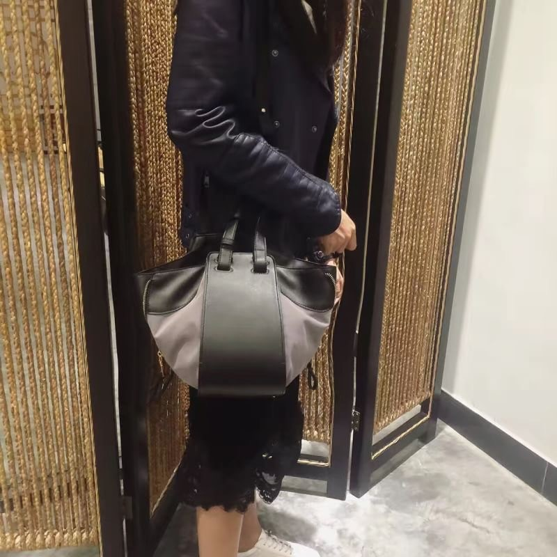 กระเป๋าสะพายแฟชั่น กระเป๋าสะพายข้างผู้หญิง Celine หนังล้วน/หนังกลับ [สีเทา]