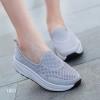 พร้อมส่ง รองเท้าผ้าใบเสริมส้นสีเทา พื้นสุขภาพ มีรูระบายอากาศ แฟชั่นเกาหลี [สีเทา ]