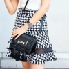 กระเป๋าสะพายแฟชั่น กระเปาสะพายข้างผู้หญิง ทรงสี่เหลี่ยม แต่งภู่ [สีดำ ]