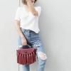 กระเป๋าสะพายแฟชั่น กระเป๋าสะพายข้างผู้หญิง กระเป๋าสะพายข้าง พู่ใหญ่ [สีแดง]