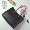 กระเป๋าสะพายกระเป๋าถือ แฟชั่นนำเข้าดีไซน์เรียบโก้ B22577-BLK-S (สีดำ)
