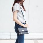 กระเป๋าสะพายแฟชั่น กระเปาสะพายข้างผู้หญิง ทรงคางหมู ลายหนังงู [สีดำ ]
