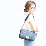 กระเป๋าสะพายแฟชั่น กระเป๋าสะพายข้างผู้หญิง CHANEL BOY CLASSIC 10นิ้ว ลายหนังงู [สีดำ ]