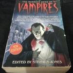 The Mammoth Book of Vampires by Stephen Jones ราคา 320