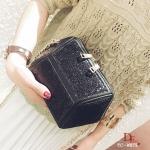 กระเป๋าครัช กระเป๋าออกงาน ดีไซน์เย็บประดับผ้ากริตเตอร์เล่นแสง [สีดำ ]