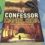 the confessor daniel silva ราคา 270