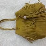 กระเป๋าสะพายแฟชั่น กระเป๋าสะพายข้างผู้หญิง ทรงพู หนังกลับ [สีเหลือง ]
