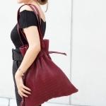 กระเป๋าสะพายแฟชั่น กระเป๋าสะพายข้างผู้หญิง หนังพีช ถือหิ้วได้ สะพายไหล่ได้ [สีแดง ]