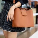 กระเป๋าสะพายแฟชั่น กระเป๋าสะพายข้างผู้หญิง หนังPU ทรงตัวยู [สีส้ม ]