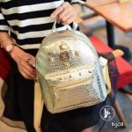 กระเป๋าเป้ผู้หญิง กระเปาสะพายหลังแฟชั่น หนังนิ่มลายจระเข้ แต่งหมุดทอง [สีทอง ]