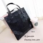 กระเป๋าทรงช็อปปิ้ง หูจับปรับขนาดได้ Issey Miyake Bao Bao ลายใหม่ล่าสุด [สีดำ ]