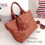 กระเป๋าถือแฟชั่น กระเป๋าสะพายข้างผู้หญิง งานหนังพียู ดีไซน์หนังสาน Style Bottega [สีน้ำตาล ]