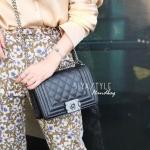 กระเป๋าสะพายแฟชั่น กระเป๋าสะพายข้างผู้หญิง Chanel Boy Caviar 8 [สีดำ ]