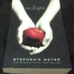 Twilight (Twilight #1) by Stephenie Meyer ราคา 250 (สั่งพร้อมเล่ม2เท่านั้น)