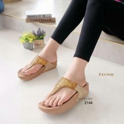 รองเท้าแตะเพื่อสุขภาพ แบบคีบ สายคาดแต่งเพชร [สีน้ำตาล ]