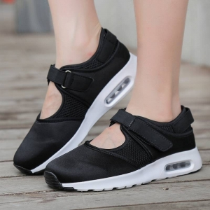 พร้อมส่ง รองเท้าผ้าใบเสริมส้นสีดำ ผ้ายืดและผ้าตาข่าย สายรัดเมจิกเทป แฟชั่นเกาหลี [สีดำ ]