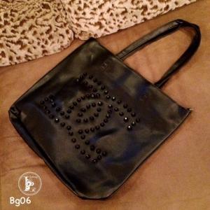 กระเป๋าสะพายแฟชั่น กระเปาสะพายข้างผู้หญิง หนังนิ่มอย่างดี ตอกหมุด Style Chanel งานTop Mirror [สีดำ ]