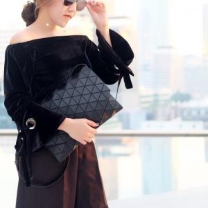 กระเป๋าคลัทช์ กระเป๋าถือ ใช้ถือเป็นครัทช์หรือใช้สะพายข้างก็ได้ ISSEY MIYAKE BAO BAO [สีดำ ]