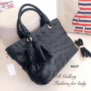 กระเป๋าถือแฟชั่น กระเป๋าสะพายข้างผู้หญิง งานหนังพียู ดีไซน์หนังสาน Style Bottega [สีดำ ]