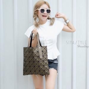 กระเป๋าสะพายแฟชั่น กระเป๋าสะพายข้างผู้หญิง Bao Bao 6x6 logo [สีทอง]