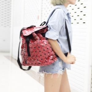 กระเป๋าเป้ผู้หญิง กระเป๋าสะพายหลังแฟชั่น ขนาดกำลังพอดี ISSEY MIYAKE BAO BAO [สีแดง ]