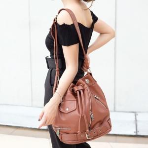 กระเป๋าสะพายแฟชั่น กระเป๋าสะพายข้างผู้หญิง ทรงขนมจีบ ปรับสายได้หลายขั้น [สีน้ำตาล ]