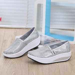 พร้อมส่ง รองเท้าผ้าใบเสริมส้นสีเงิน ผ้าทอติดลายกลิตเตอร์วิ้งๆ แฟชั่นเกาหลี [สีเงิน ]