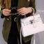 พร้อมส่ง กระเป๋าสะพายข้างผู้หญิง Kelly size 25 cm [สีขาว] thumbnail 1