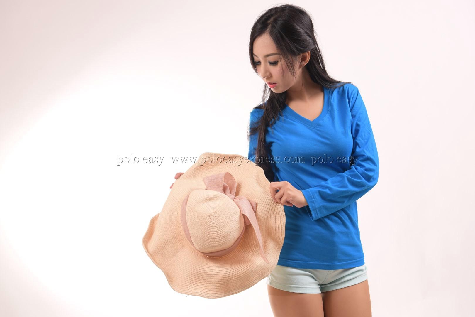 เสื้อยืด สีฟ้าทะเล คอวี แขนยาว Size L