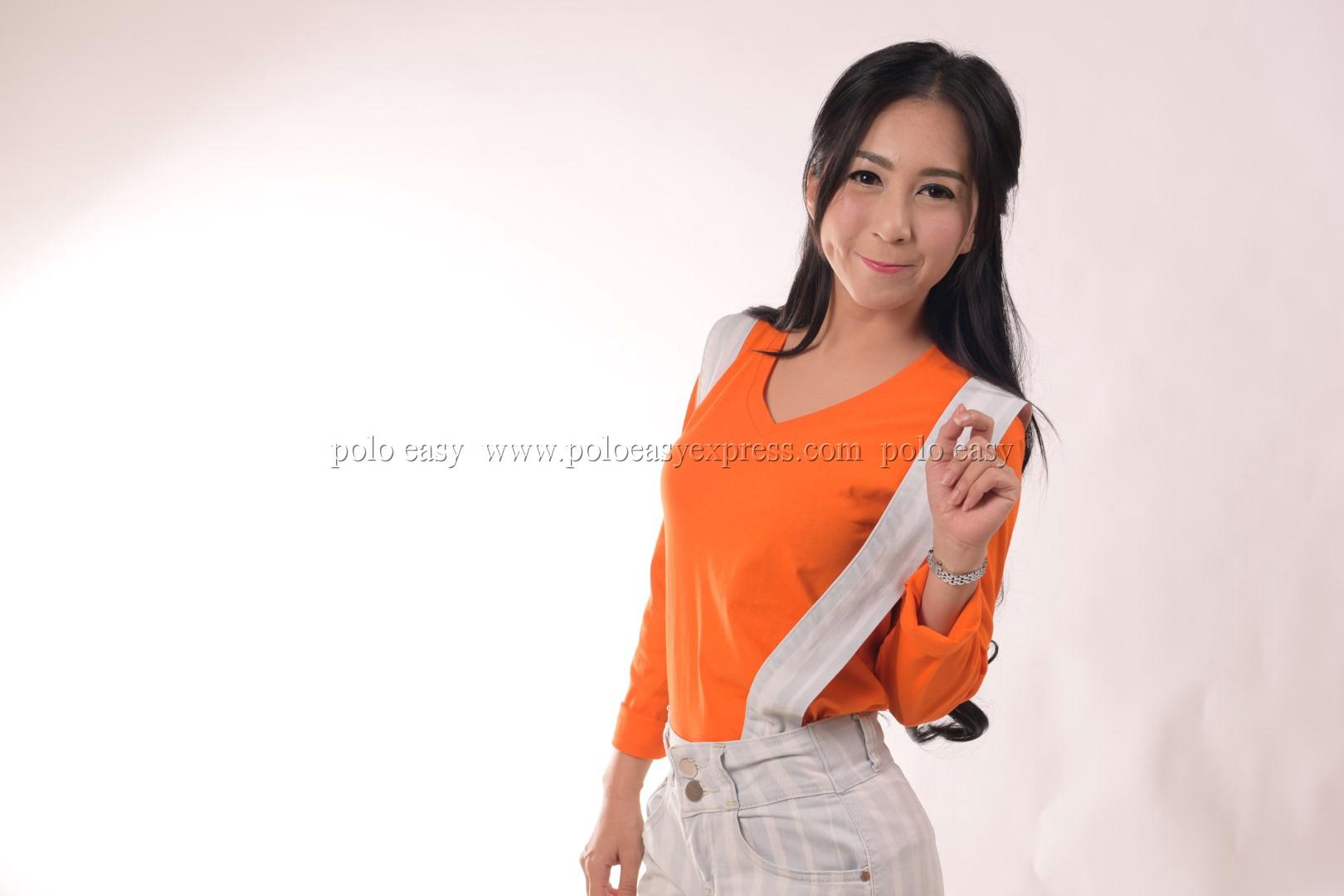 เสื้อยืด สีส้ม คอวี แขนยาว Size XL